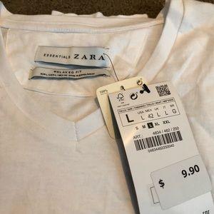 NWT, Zara Men's V-Neck Short Sleeved Shirt. 💪🏼